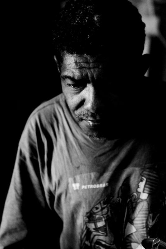 Moacir em seu ateliê, em São Jorge   Foto de Fredox