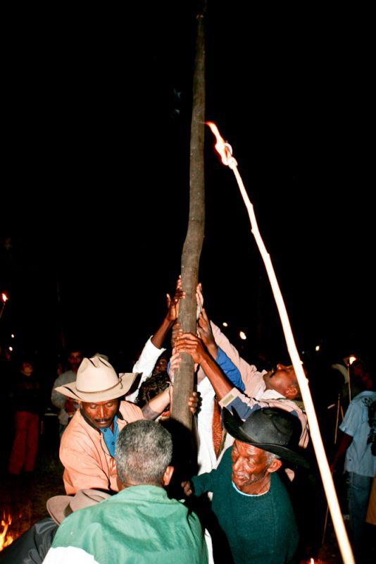 Hasteamento do mastro na Igreja de São Jorge | Foto de Fredox